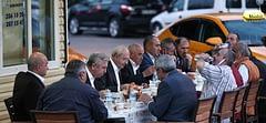 Kılıçdaroğlu, iftarını taksi durağındaki şoförler ile açtı