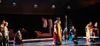İzmir'de Şehir Tiyatroları tartışması